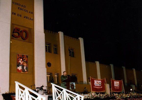 Fidel Castro durante la conmemoración del 50 Aniversario del Asalto al Cuartel Moncada efectuado en Santiago de Cuba, 26 de julio de 2003. Foto: Estudios Revolución / Sitio Fidel Soldado de las Ideas