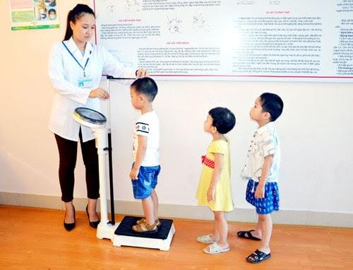 phụ cấp của nhân viên y tế trường học