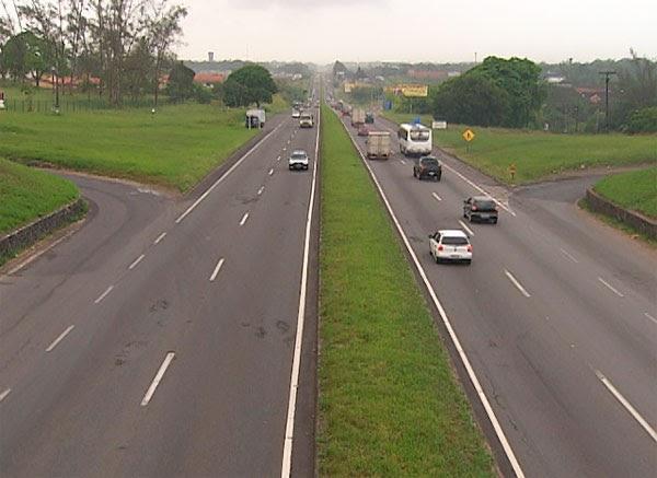 Movimento é tranquilo na saída da capital pela BR-324 e Estrada do Coco