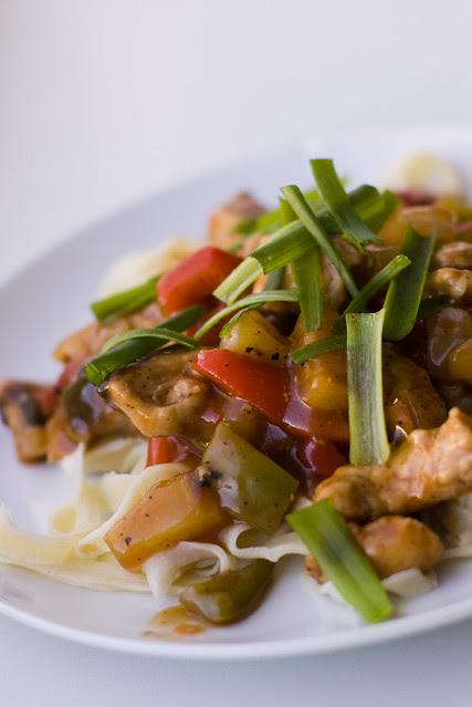 Magushapu sealiha ise tehtud lintnuudlitega / Sweet and sour pork with handmade noodles