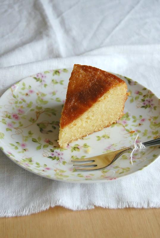 Lemon and marzipan drizzle cake / Bolo de marzipã e limão siciliano