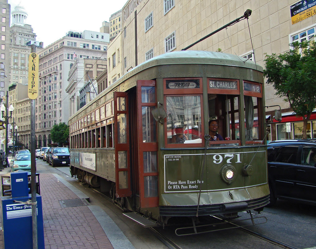 DSC06418 New Orleans St Charles Streetcar