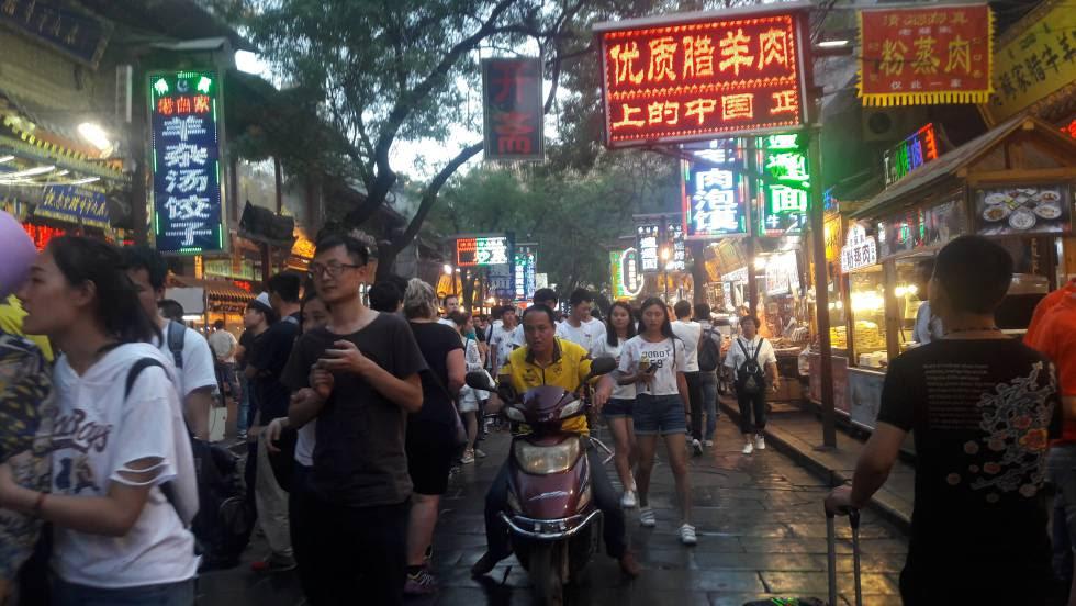 Una de las callejuelas del barrio musulmán en el centro de Xi'an (China).