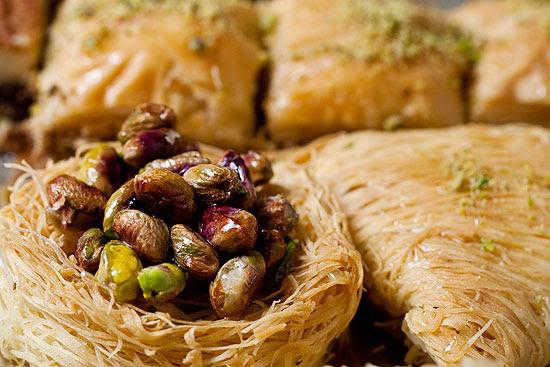 Ninho de pistache, uma das receitas de sobremesas árabes de seu Chico, da CH Doces