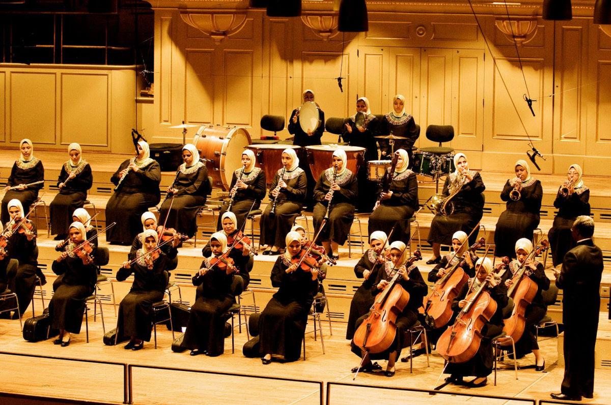 Al Nour Wal Amal: Uma orquestra feminina egípcia composta de mulheres cegas