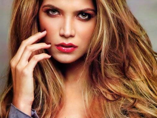 #12oct 1985 nace Ly Jonaitis ( @lyjonaitis Miss Venezuela 2006) http://i.imgur.com/tV88rJX.jpg