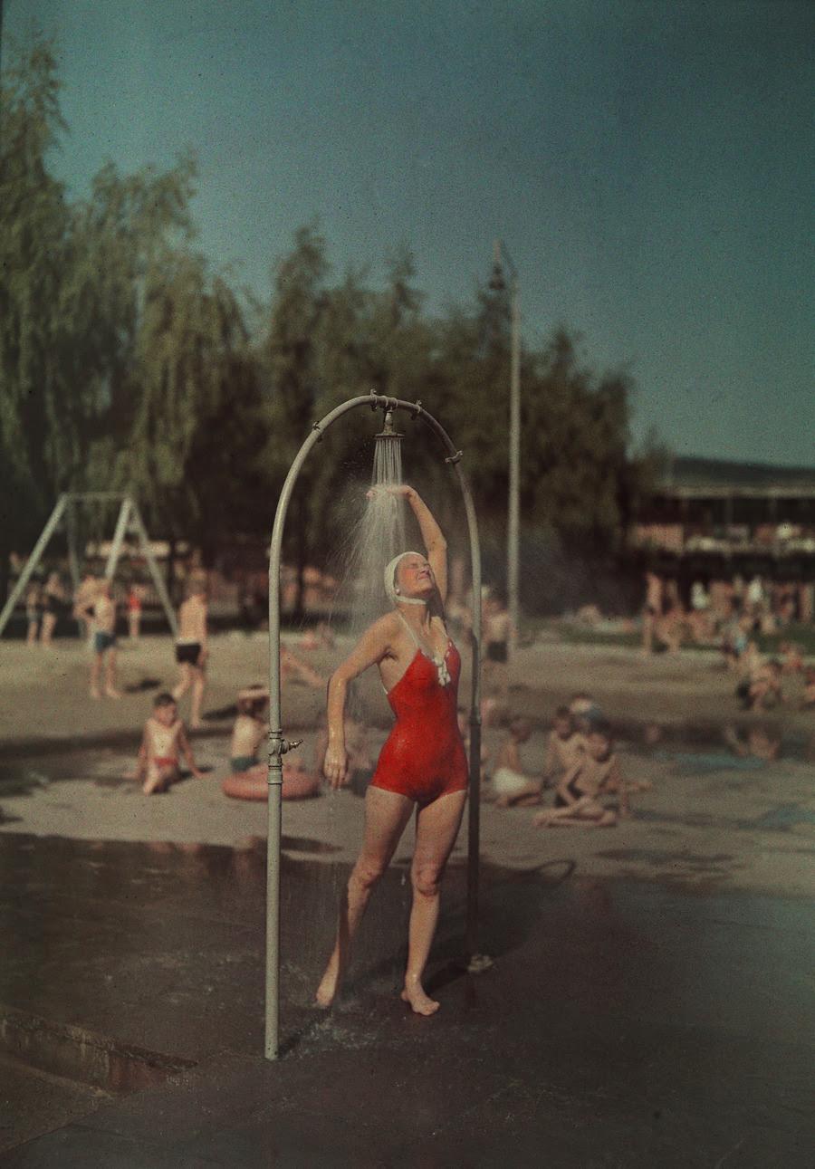 Un 1936 de color shot fotografía en Berlín el Agfacolor, un film.Photograph alemán por Hans Hildenbrand, National Geographic