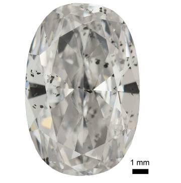 Un diamante tallado y pulido plagado de astillas metálicas.