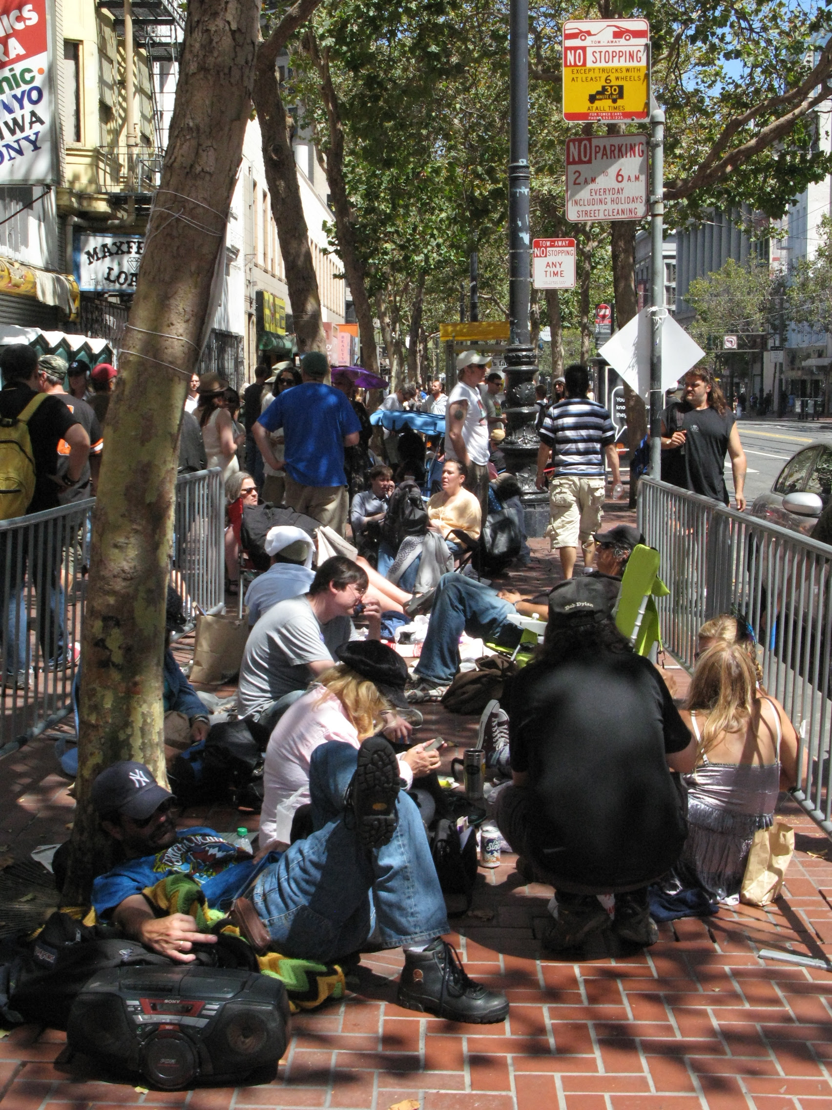 the long line for Bob Dylan's Concert