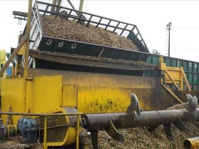 Descarga de la caña de azúcar en el trapiche para comenzar el respectivo procesamiento.