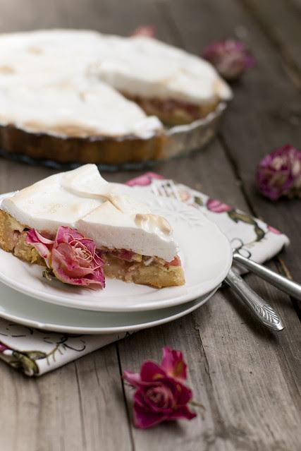 Beseekattega rabarbrikook / Rhubarb meringue cake