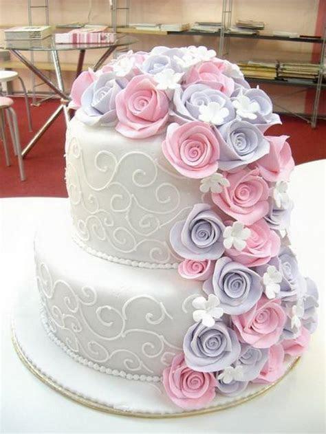 Best 25  Two tier cake ideas on Pinterest   White wedding