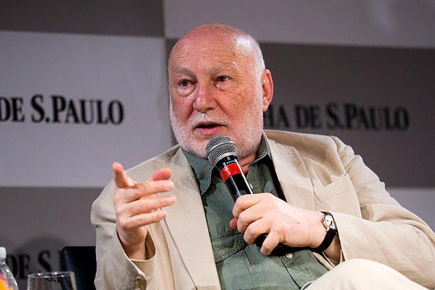 """O sociólogo italiano Domenico de Masi, autor de """"O Ócio Criativo"""", durante sabatina promovida pela Folha em SP"""