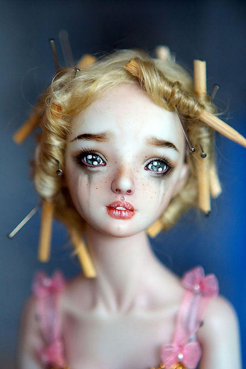 Elegantes bonecas lacrimejantes transmitem a complexidade das emoções humanas 02