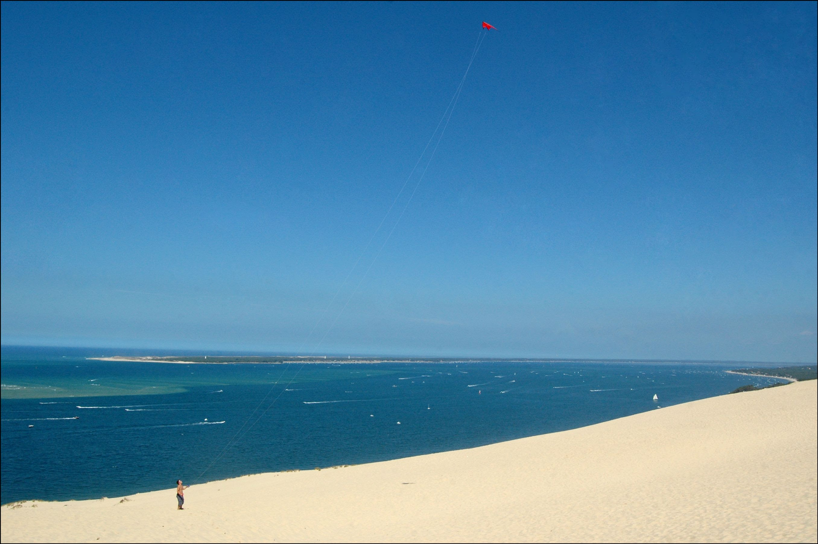 hxJ0O Dune de Pyla   A new Sahara desert being born   in France! [30 pics]