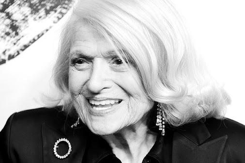 OK! Edith Windsor was a lesbian and how come I haven't known her name till death? No! Too many people...