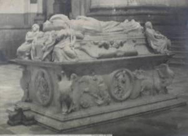 Sepulcro del Cardenal Tavera hacia 1870. Fotografía de Jean Laurent