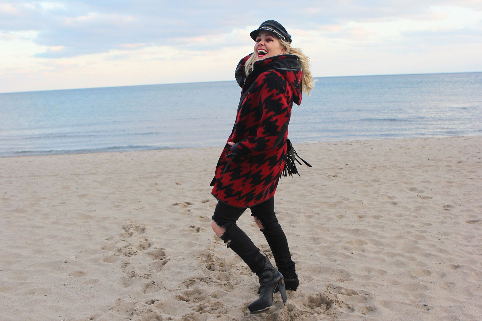 photo samanthabeckerman-coach-girl-sisters-canada-lakeontario-coachbag-fallwinter_zps19dfcf72.jpg