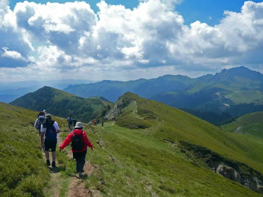 Hiking in Romania: Muntele Rosu, Valea Berii, Cabana Ciucas and Return