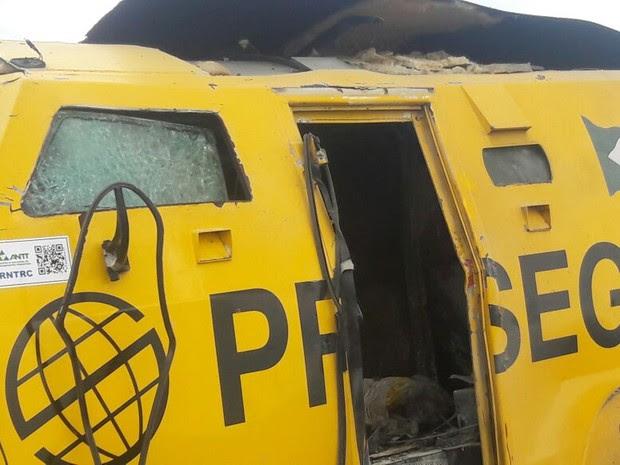 Bandidos atacam carro-forte entre Mossoró e Apodi, no RN (Foto: G1)