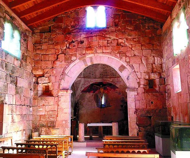 Interior de la iglesia visigótica, una de las mejor conservadas en su estilo del país. DB