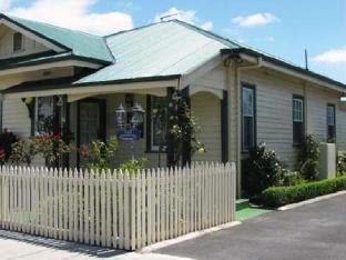 AAA-Ye Olde Post Office Cottage Bed & Breakfast Smithton