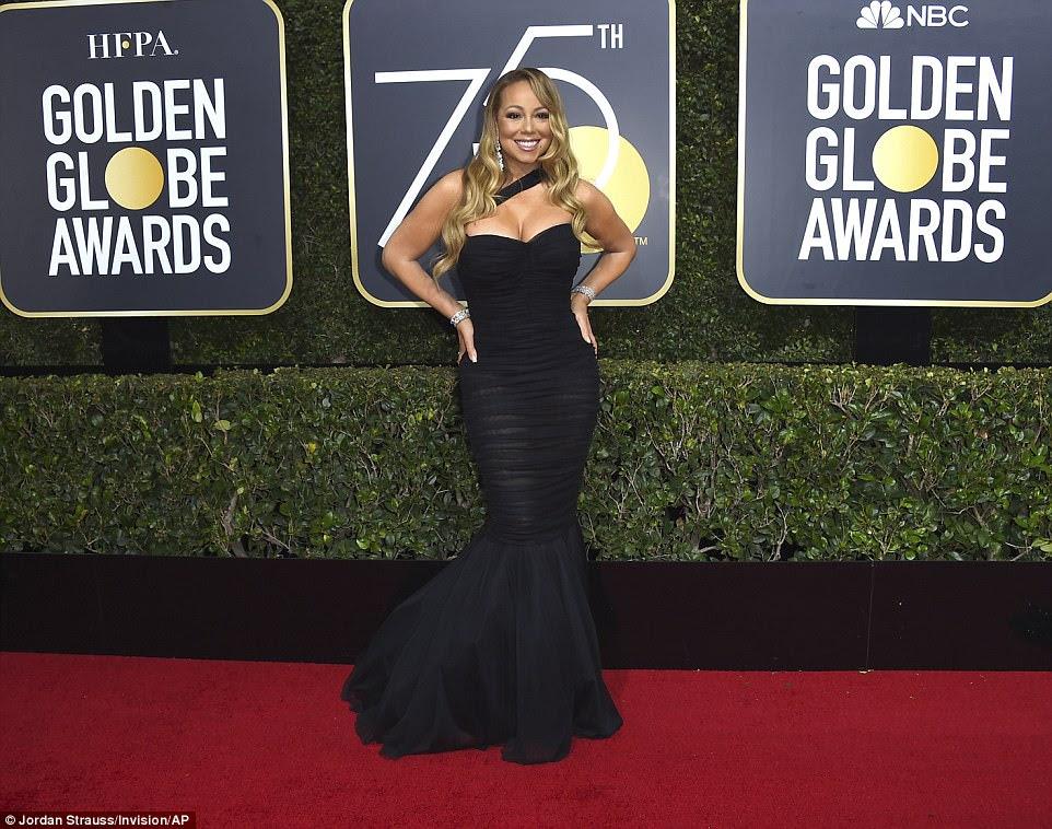 Va va voom: Mariah Carey colocou seus amplos recursos em exibição em seu vestido de sereia de Dolce And Gabbana