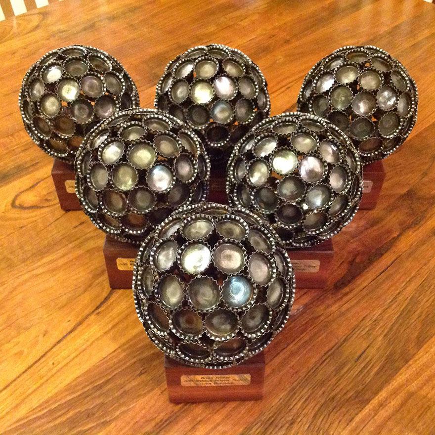 esculturas-metal-reciclado-llaves-monedas-michael-moerkey (8)
