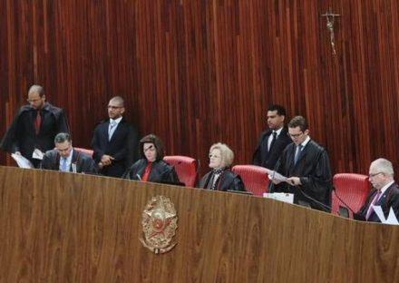 TSE DECIDE QUE CANDIDATURAS LARANJAS LEVAM À CASSAÇÃO DE TODA A CHAPA