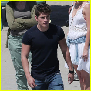 Gregg Sulkin Starts Filming Marvel's 'Runaways' at Beach in LA