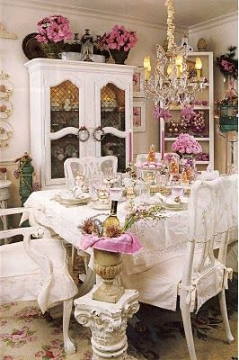 Shabby Chic dining room.