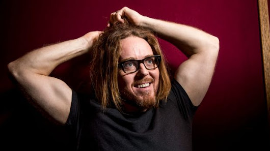 Tim Minchin mocks 'homophobic' politicians in reimagined Aussie classic