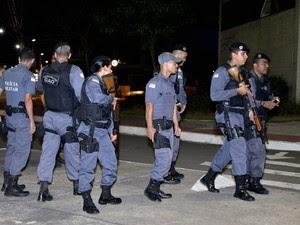 PM age em baile funk na Pedra da Cebola (Foto: Guilherme Ferrari/ A Gazeta)