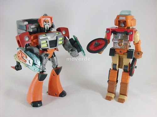 Transformers Wreck-Gar Animated Voyager vs G1 - modo robot