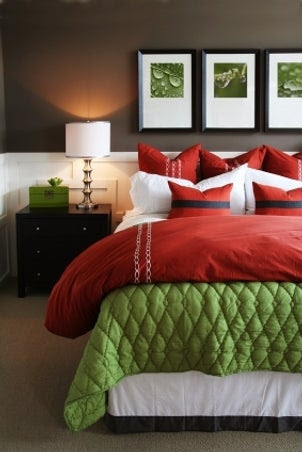 Tips on Choosing Wall Decor for a Relaxing Room   Overstock.