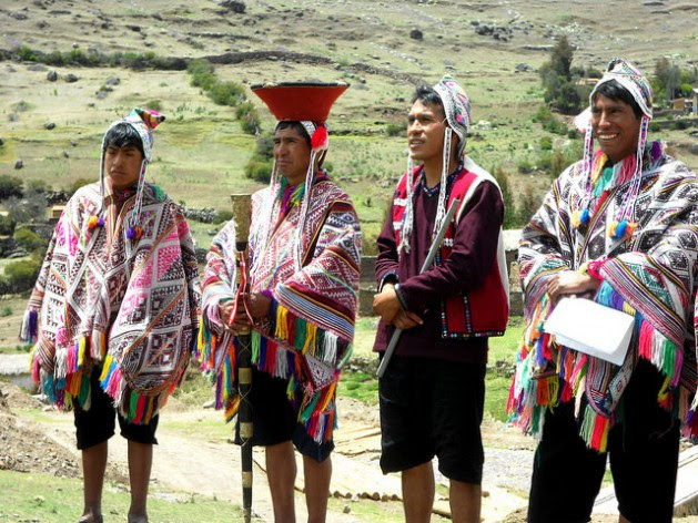 """Some of the """"potato guardians"""" of the five Quechua communities helping to safeguard native varieties in a 9,200-hectare """"potato park"""" in the Sacred Valley of the Incas, in the Peruvian highlands department of Cuzco. Credit: Fabíola Ortiz/IPS"""