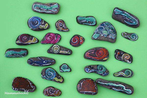 http://mammabook.blogspot.it/2013/08/sassi-dipinti-a-mano-hand-painted-stones.html