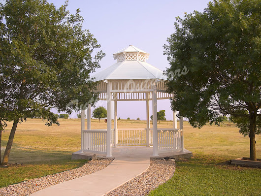 Gazebos and Pergolas: Which One is Right for You?