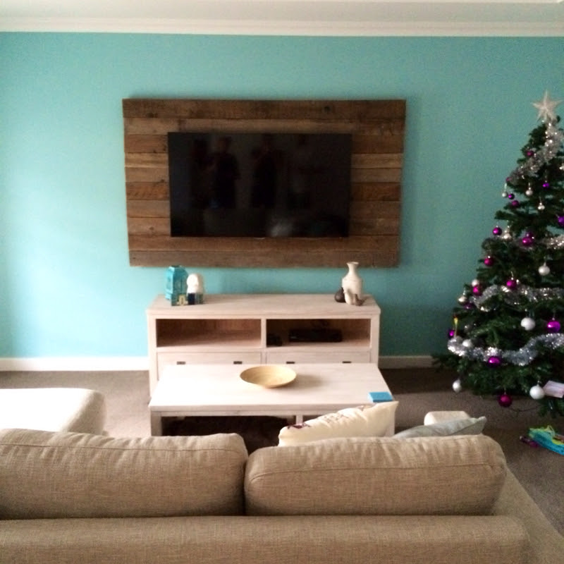 Tv ideas for living room minimalist home design ideas for Living room feature wall