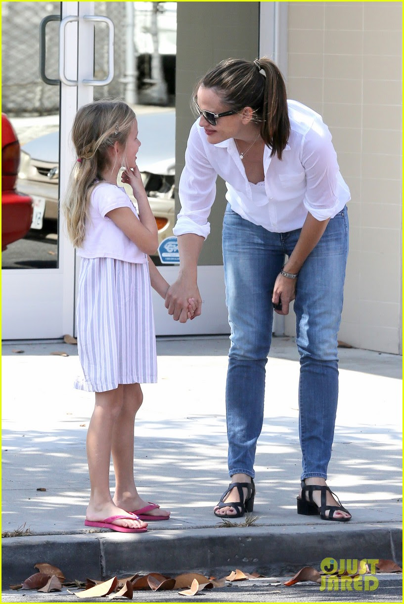 Violet Affleck Fashion Blog Jennifer Garner Kisses For
