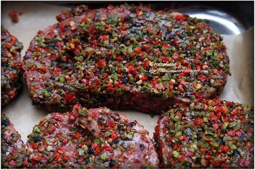 bistecche di tritato ai tre pepi