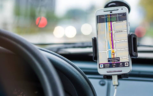 Can we use smartphones while driving 100% safely?