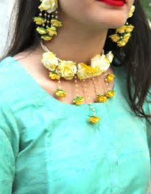 Haldi Neck flower jewelry   Photo Gallery   Wedandbeyond.com