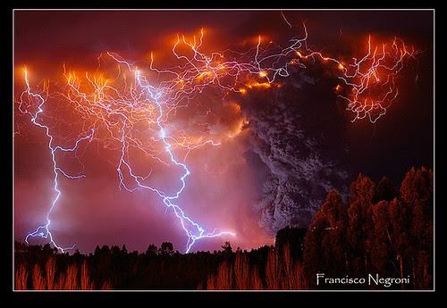 Erupcion Cordon Caulle... por Francisco Negroni