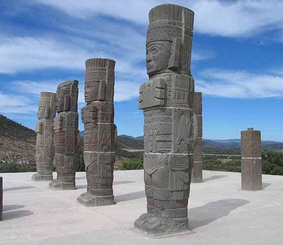 Los Atlantes son columnas en forma de guerreros toltecas en Tula.
