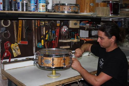 Σε όλο τον κόσμο τα ντραμς που κατασκευάζει Αλοννησιώτης
