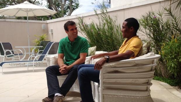 Thiago Asmar entrevista Elias em sua casa no Rio de Janeiro (Foto: Christiane Mussi)