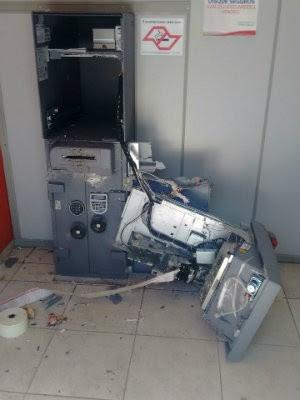 Criminosos não conseguiram levar o dinheiro (Foto: Divulgação/Polícia Militar)