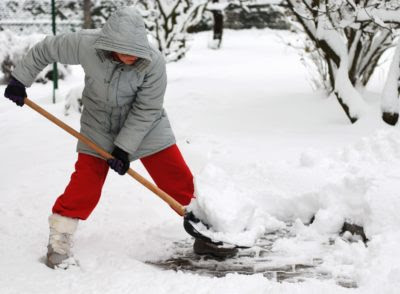 7 Ways to Make Your Snow Shovelling Safer for Your Back - Canadian Chiropractic Association (CCA) – Association chiropratique canadienne