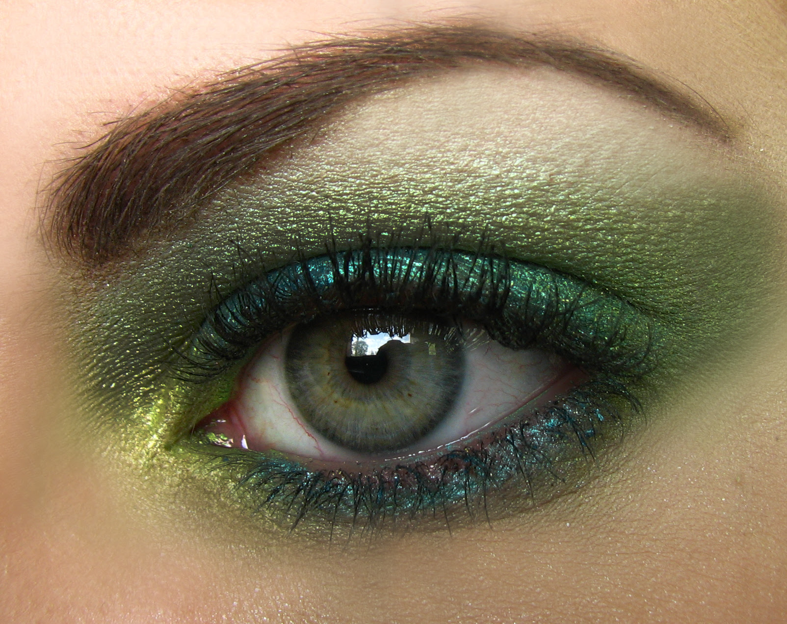 Makeup eyes green